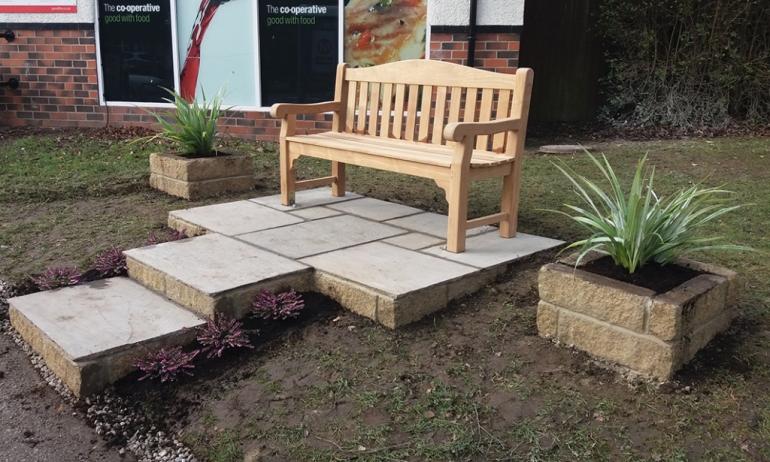 Memorial bench Adel
